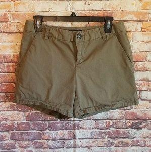 Gap Aubrey olive green shorts